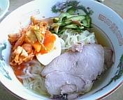 休日な自宅で冷麺